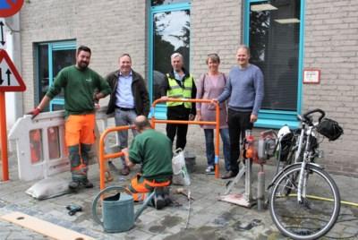Gemeente plaatst veertig fietsbeugels