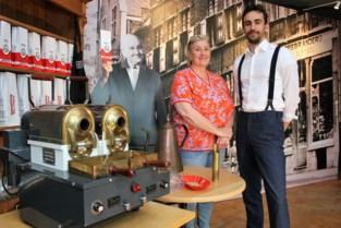 """Van Ouytsel brandt na 57 jaar weer koffie op Grote Markt: """"Unieke kans om in de oude winkel de geuren te doen herleven"""""""