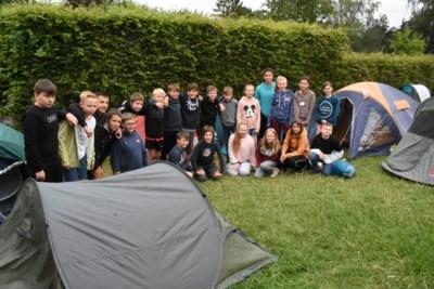 Zesde leerjaar neemt afscheid met nachtje kamperen