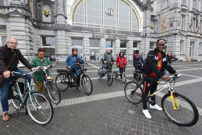 """Dominique Lubaki organiseert fietstocht om 60 jaar Congolese onafhankelijkheid te herdenken… langs beelden koning Leopold II: """"Van mij mogen die blijven staan"""""""