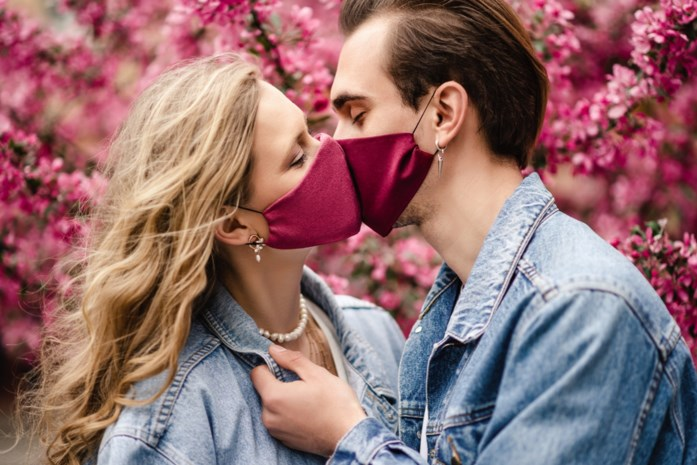 """""""Geen enkel standje is 100 procent veilig voor het virus"""": Sensoa geeft advies over intimiteit in coronatijd"""