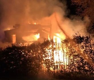 Brand verwoest nieuwe woning van strobalen en hout in Schulen
