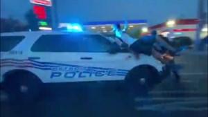 """Politiewagen rijdt Black Lives Matter-demonstranten omver: """"Zonder meer een daad van agressie"""""""