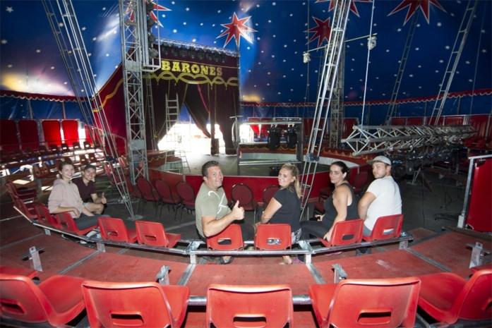 Clowns met gezichtsschermen en grote ventilatoren: dit circus zet als eerste zijn tent weer open voor toeschouwers