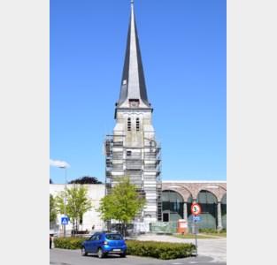 Groene kerktoren weer helemaal wit