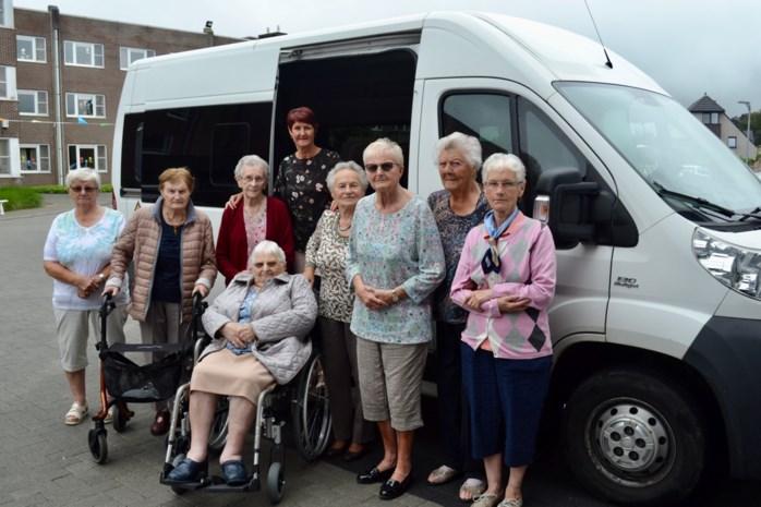 """Ophaaldienst kan senioren weer naar restaurant brengen: """"Hier hebben we zo naar uitgekeken"""""""