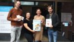 Kinderen krijgen zomerpost met spel- en speurboek