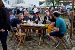 Livemuziek voor vierhonderd man, zitten verplicht, bediening aan tafel: zo ziet Gent Jazz 1.5 eruit