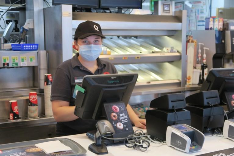 """Eerste lichting chefs-fastfood zwaait af: """"Ik heb dit uniform nog nooit met tegenzin aangetrokken"""""""