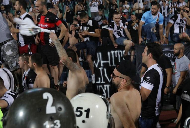Fans te dicht opeen, dus Deense bekerfinale wordt abrupt onderbroken