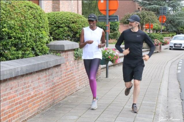 'Vive la vie': Elodie en Jeroom rennen in het spoor van Reynaert door Lochristi