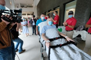 """Laatste Covid-patiënt Rudy (71) mag na honderd dagen ziekenhuis verlaten: """"Hij dankt dit aan zijn goed hart"""""""