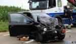 Twee gewonden na frontale botsing