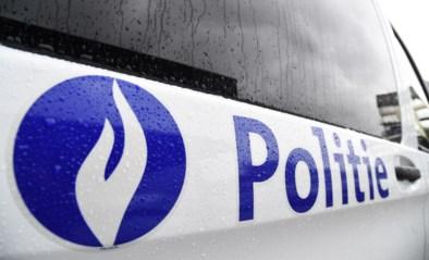 Auto en twee vrachtwagens botsen in Webbekom