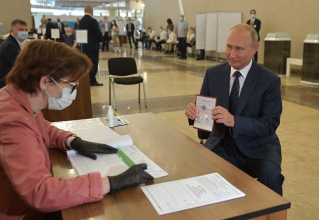 Poetin kan aanblijven tot 2036: 77,9 procent keurt grondwetswijziging goed
