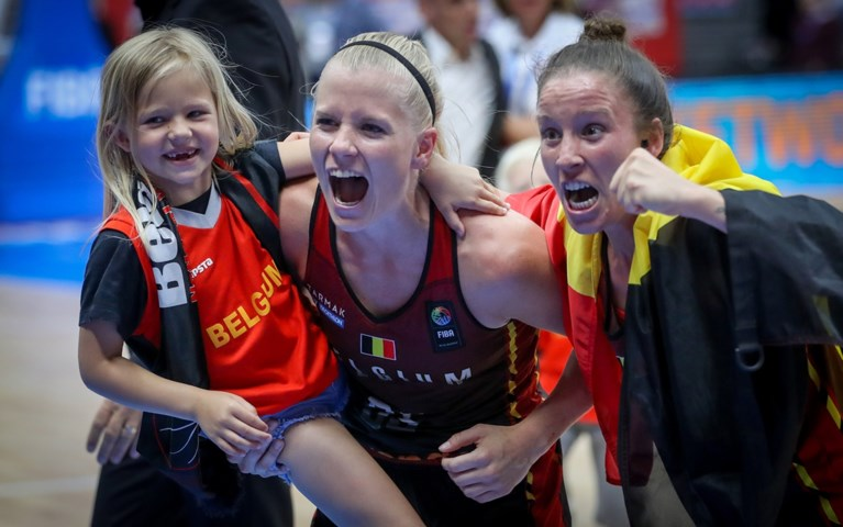 "Belgian Cat Julie Vanloo over ""dikke kans"" in Spanje en liefde voor voetbal: ""Club Brugge kampioen, dat maakt me gelukkig"""