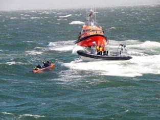 """Jongemannen drijven af en dobberen drie dagen op zee in opblaasbare kano: """"We dachten dat het voorbij was"""""""