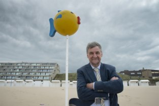 'Mama ligt bij de banaan': iconische verdwaalpalen maken comeback aan kust (en krijgen meteen een rol bij coronamaatregelen)