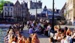 Gedaan met glazen flessen op Graslei: hele zomer verboden, boetes tot 120 euro
