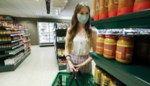 77 procent van de Belgen wil dat mondmasker verplicht wordt in de supermarkt