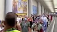 Enorme wachtrijen op luchthaven van Mallorca: maar twee ambtenaren om alle inkomende passagiers te controleren