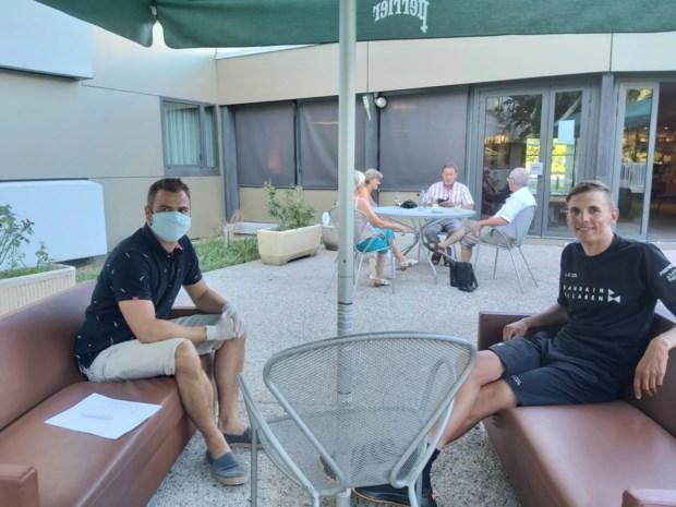 """Op bezoek bij Dylan Teuns tijdens de Tourverkenning van Bahrain-McLaren: """"De ploeg is als de dood voor een besmetting"""""""