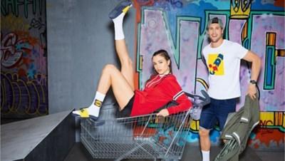 Sokken, sneakers en T-shirts met Lidl logo razend populair: waarom is het zo cool om fout te zijn?
