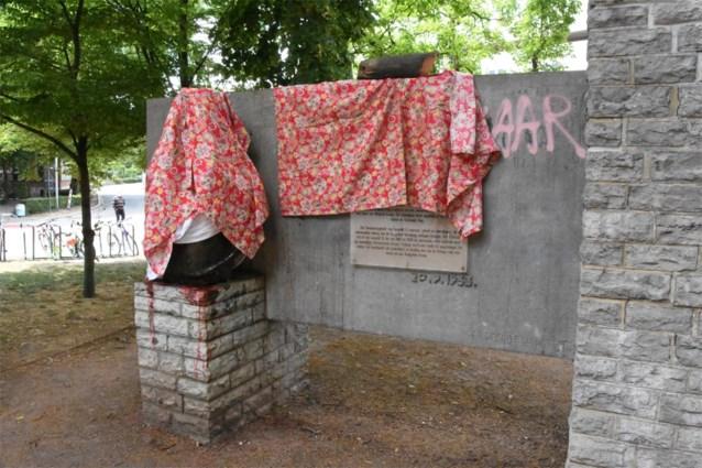 Halle plaatst beschadigd beeld Leopold II terug in stadspark