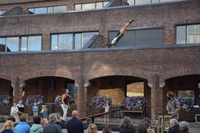 Coronaveilige Donderdagen afgetrapt met humor en acrobatie
