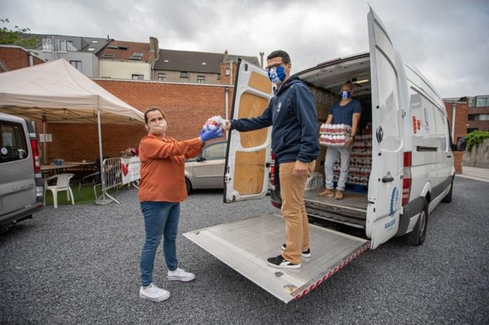 Gents Solidariteitsfonds krijgt steun van KAA Gent: vijf palletten met frisdrank en water geleverd