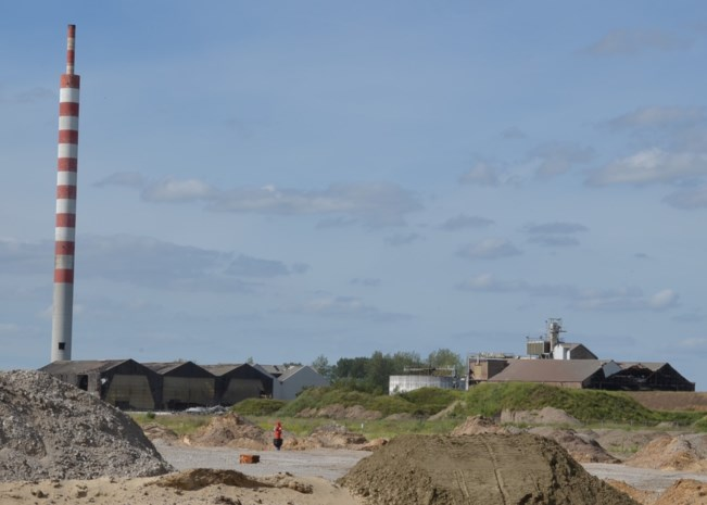 Oude stortplaats en gipsberg maken plaats voor industrie, zonnepanelen, vijvers en bos