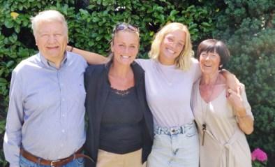 """Julie Vermeire ziet na vier maanden haar oma en opa terug, samen met mama Eva Pauwels: """"Ik heb ze zo gemist"""""""