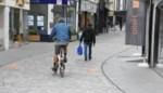 """Roekeloze fietsers maken winkelstraten onveilig, maar een algemeen verbod komt er niet: """"We kunnen schoolkinderen toch niet langs gevaarlijke straten sturen"""""""