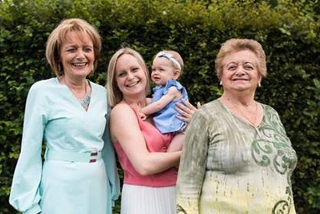 Maelle, Debbie, Christien en Henriëtte: vier generaties op een rij