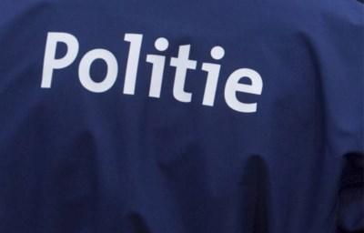Auto raakt van weg af in Overpelt: een vrouw gewond