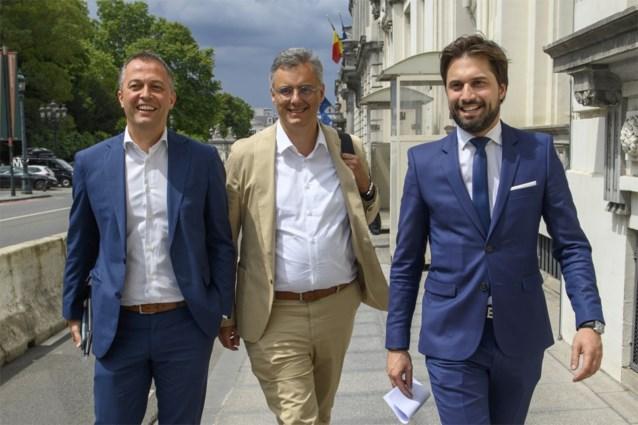 Jaar na verkiezingen eindelijk beweging in Wetstraat: MR, Open VLD en CD&V gaan samenzitten met N-VA, CDH en SP.A