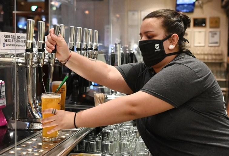 Engelsen keren terug naar hun pub voor 8,5 miljoen liter bier, pintje op afstand drinken voorlopig een utopie