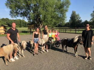 """Willem en Isabel bezorgen kinderen het schattigste zomerkamp: """"Ze leren zelfs rijden met een kleine koets"""""""