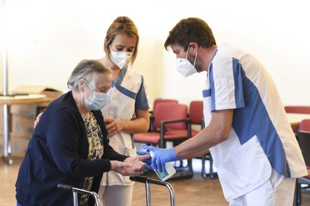 VVSG benadrukt om mondmasker te blijven dragen bij bezoek aan woon-zorgcentrum