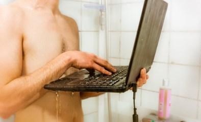 Gemeenteraadslid doucht tijdens videovergadering, maar vergeet één klein detail