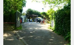 """Bewoners residentiële wijk vinden recyclagepark in de buurt maar niks, zeker nu ook de 'buren' er hun afval mogen inleveren: """"De waarde van onze huizen zal er op achteruit gaan"""""""