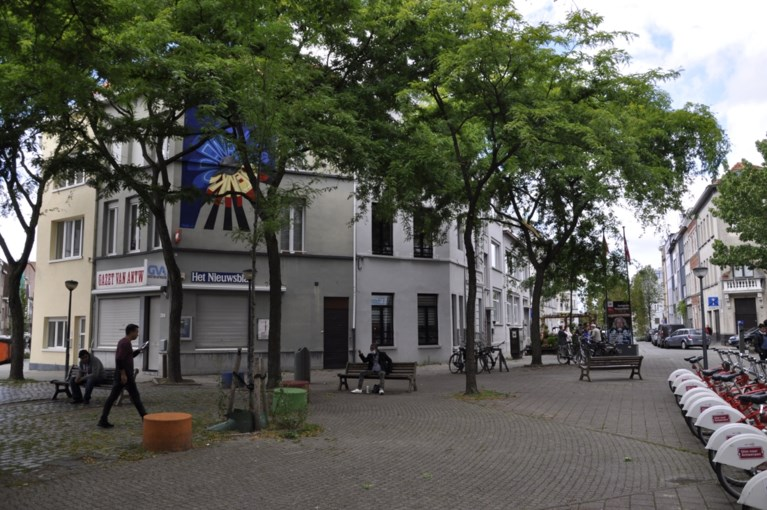 Muurschildering en getransformeerd paviljoen eren Panamarenko in Antwerpen