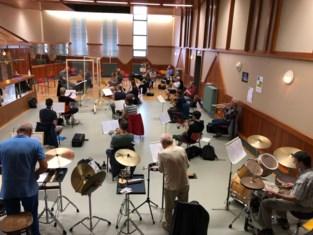 Harmonieorkest Concordia et Amicitia Bornem kan weer spelen, met dirigent achter plexiglas