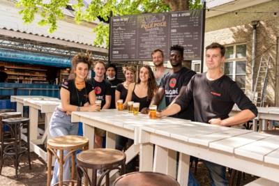 Zon, cocktails, muziek: Polé Polé opent zomerbar aan Baudelokapel