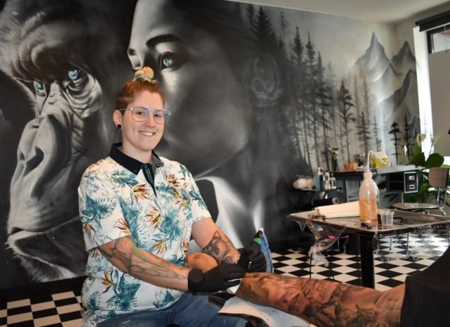 """Djoels tatoeëert in Egem: """"Liever rust van dorp dan drukte van de stad"""""""