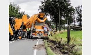 Nieuwmoersesteenweg afgesloten in beide richtingen door gekantelde vrachtwagen