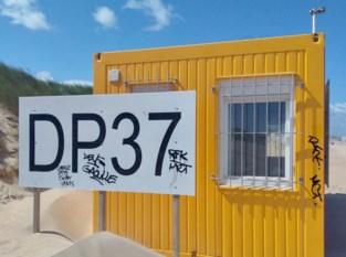 Alweer vandalisme op strand De Panne: graffiti op cabines