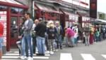 Politie regelt de verkeersstroom op rommelmarkt: en dan biedt 'verkoper' goederen buiten de marktplaats aan