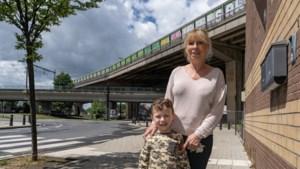 """""""Ik lig te daveren in mijn bed"""": wijk rond brokkelbrug klaagt over trillingen"""