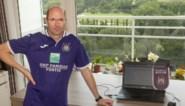 """Geen communicatie, dus geeft Anderlecht-fan verslag van 'geheime' oefenmatch vanuit zijn appartement: """"Penalty. We denken dat het Kompany was maar zijn niet zeker"""""""